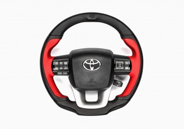 TOYOTA_HILUX_CONVERTED_STEERING_WHEEL_01
